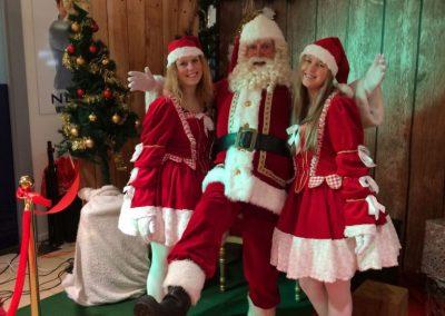 kerstman-en-meisjes