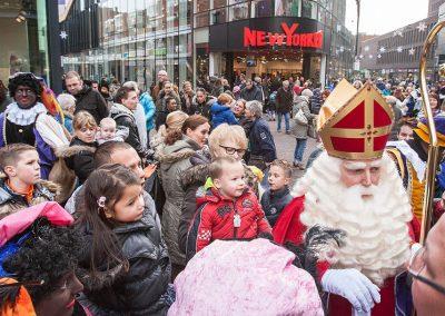 Sinterklaas in winkelstraat in Lelystad - december-entertainment.nl